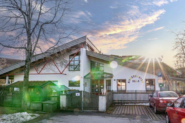 Kindergarten Straß Miesbach - Aussenansicht Eingang