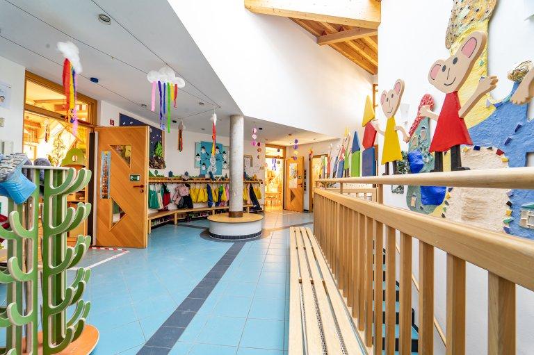 Eingangbereich_Garderobe_KindergartenStraß_1
