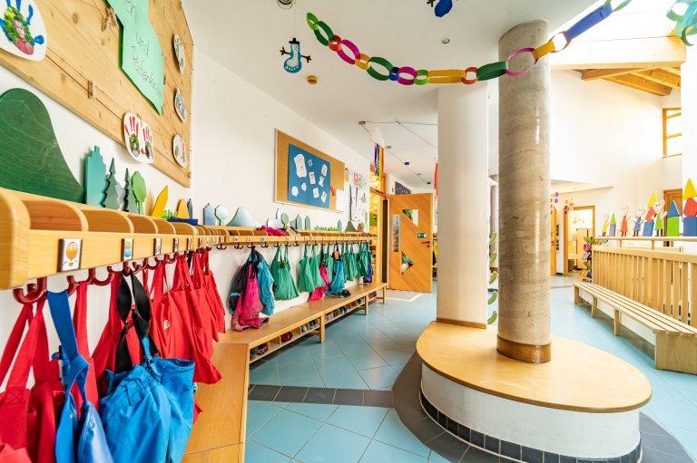 Eingangbereich_Garderobe_KindergartenStraß_3