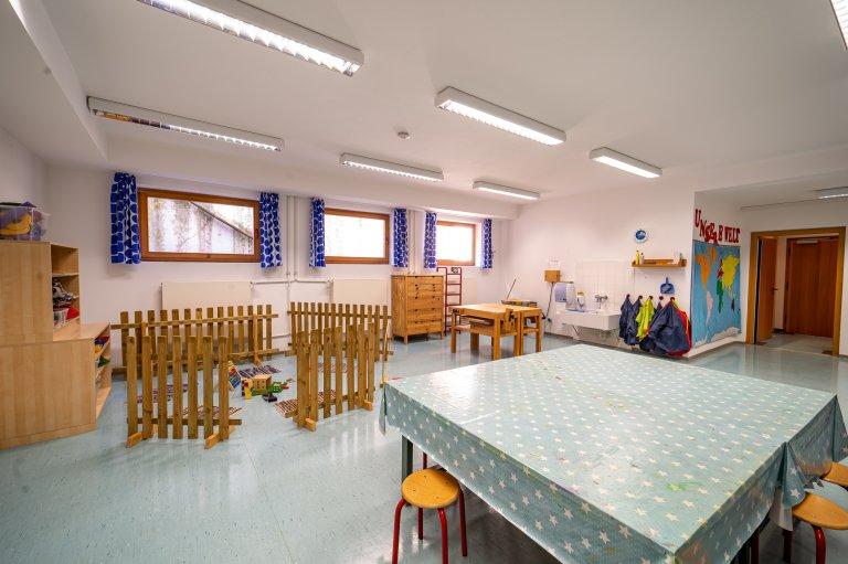Eingangbereich_Werkstatt-Turnhalle_KindergartenStraß_2