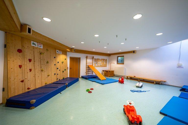 Eingangbereich_Werkstatt-Turnhalle_KindergartenStraß_4