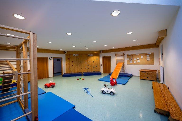 Eingangbereich_Werkstatt-Turnhalle_KindergartenStraß_5