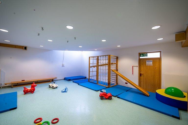Eingangbereich_Werkstatt-Turnhalle_KindergartenStraß_6
